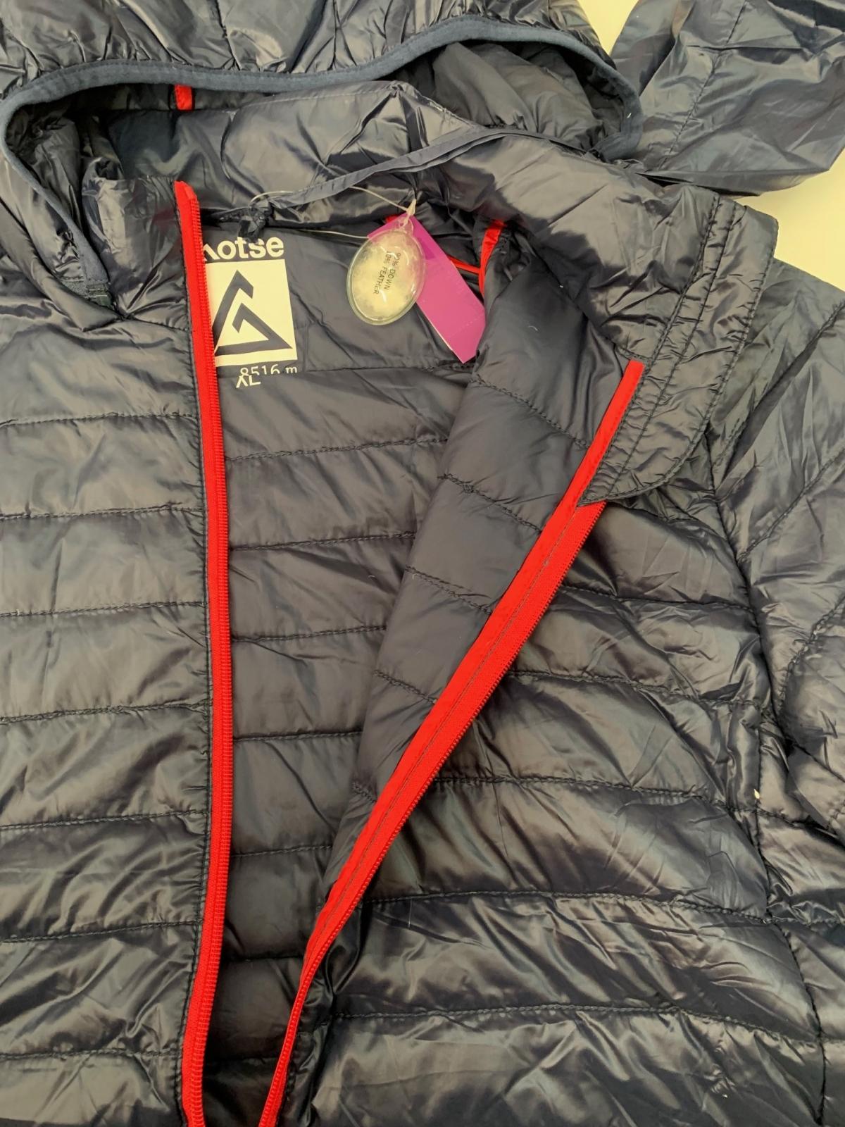Темно-синяя мужская куртка от Lhotse