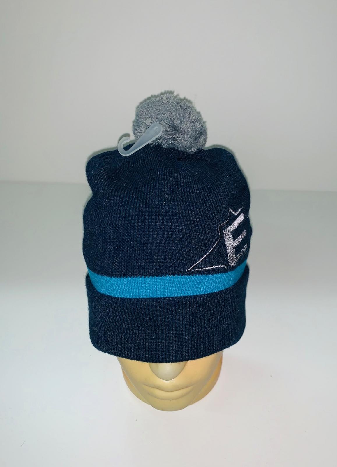 Темно-синяя шапка с серым помпоном