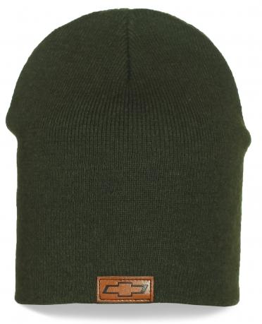 Темно-зеленая шапка Chevrolet. Модный и удобный вариант на каждый день