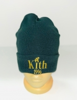 Темно-зеленая шапка с желтой вышивкой