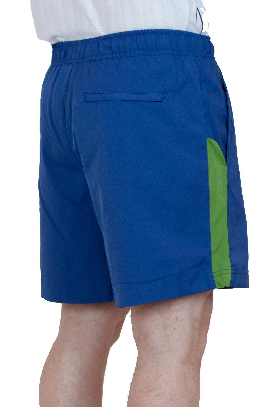 Теннисные шорты для мужчин- вид сзади