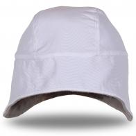 Демисезонная белая шапка с ушками – тепло и стильно