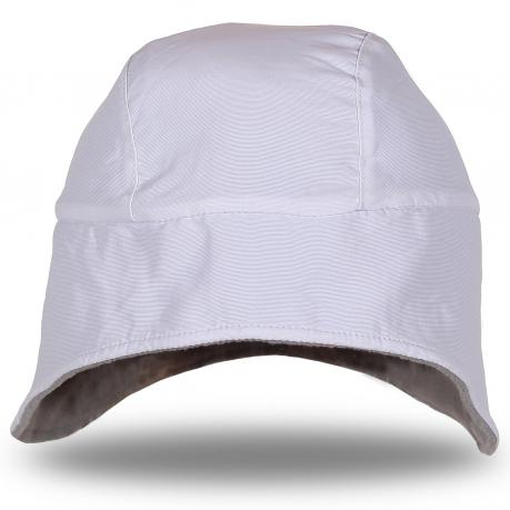 Теплая белая шапка с коротким ушками