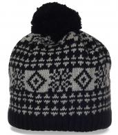 Теплая и удобная мужская шапка мелкой вязки. Модный головной убор, незаменимый для ценителей активного образа жизни