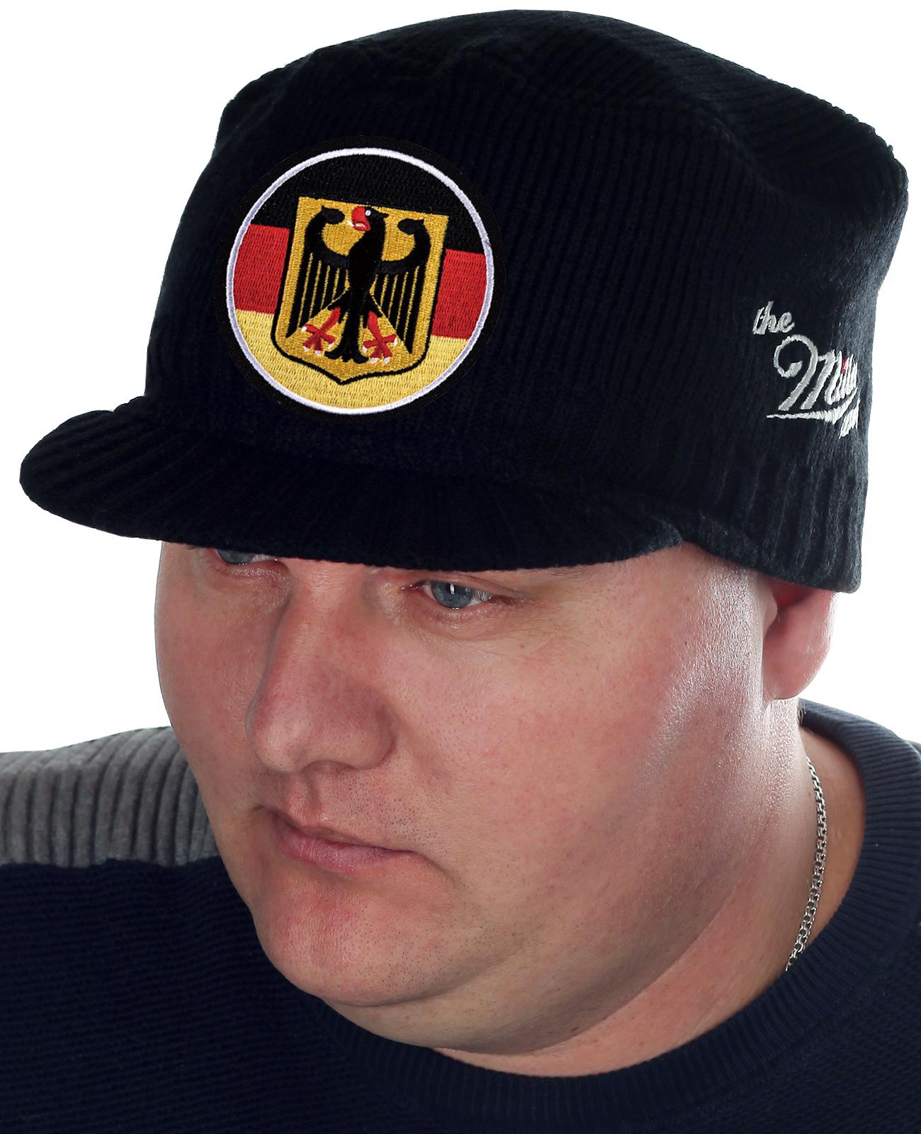 Теплая кепка-немка от бренда Miller Way с официальной символикой Федеративной Республики Германии. Смесовый износостойкий материал, мелкая вязка, подходящая плотность для холодной погоды