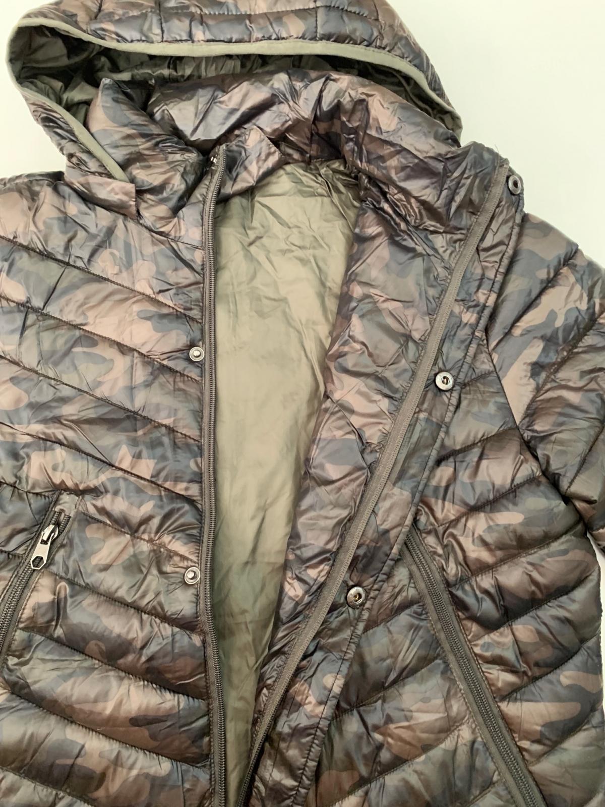 Теплая мужская куртка цвета камуфляж