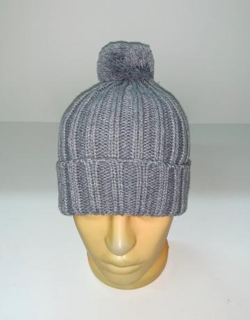 Теплая серая шапка с помпоном