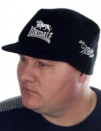 Тёплая шапка Lonsdale для спортивных парней. Фирменная линейка головных уборов от бренда The MILLER WAY. Стандартный чёрный оттенок к лицу всем мужчинам!