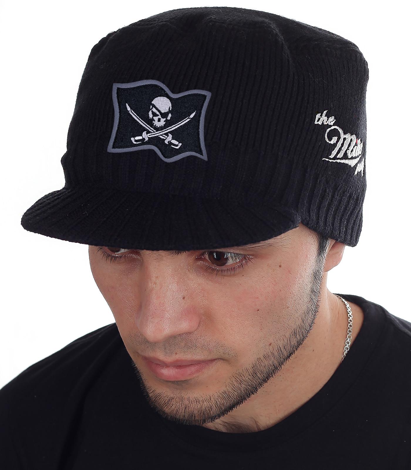 АВТОРСКАЯ НОВИНКА! Мужская теплая шапка Miller Way с нашивкой в виде пиратского флага. Спортивно-классический фасон, который идеально вписывается в городскую моду