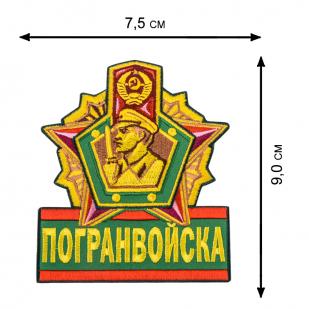 Толстовка с пограничной эмблемой.