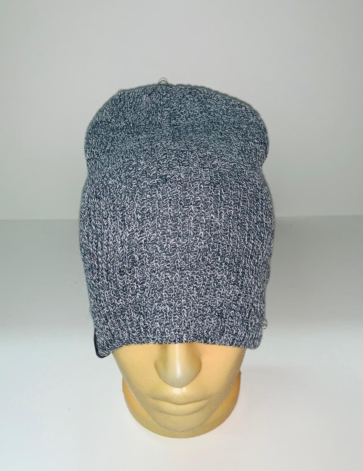 Топовая серая шапка