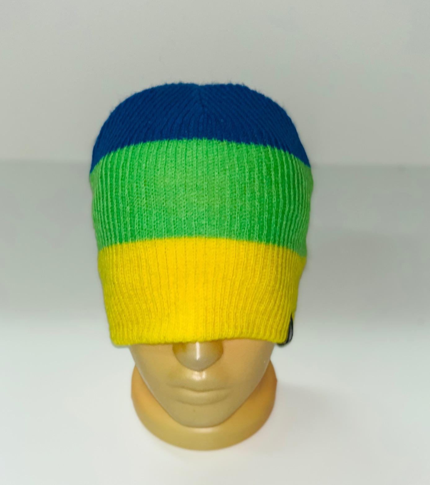 Топовая трехцветная шапка