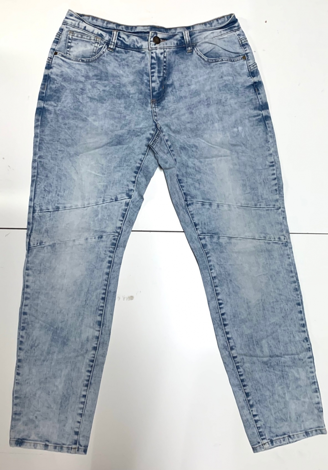 Топовые женские джинсы
