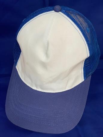 Трехцветная бейсболка с синей сеткой