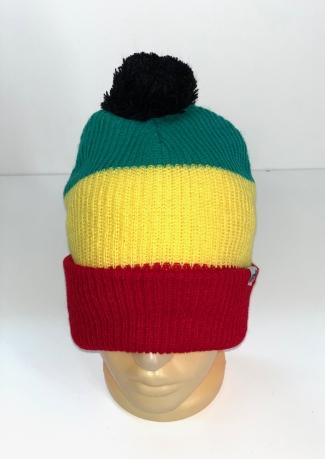 Трехцветная шапка с черным помпоном