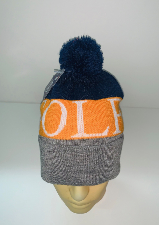 Трехцветная шапка с помпоном и надписью