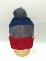 Трехцветная шапка с серым помпоном