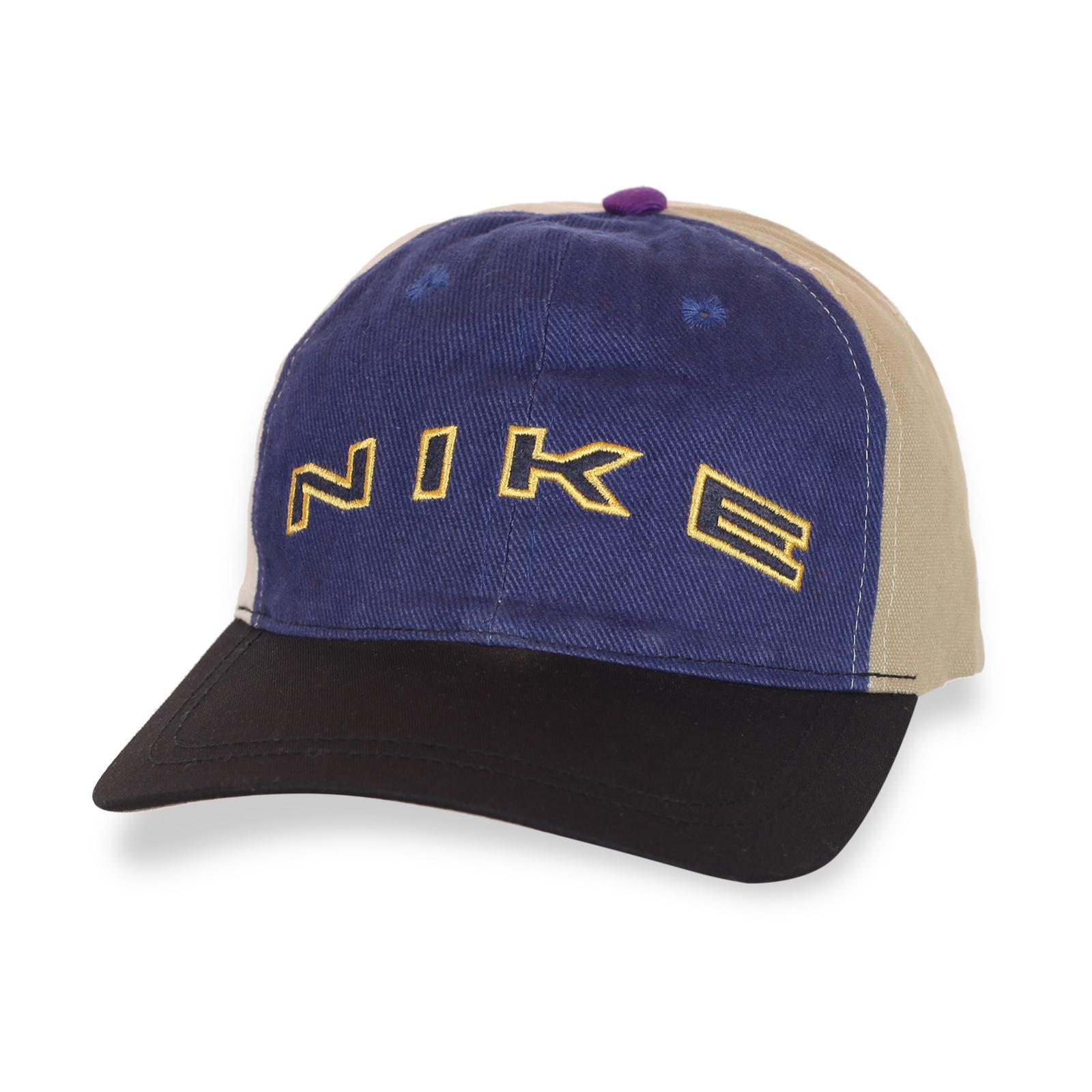 Трехцветная стильная кепка