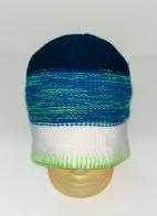 Трехцветная вязаная шапка