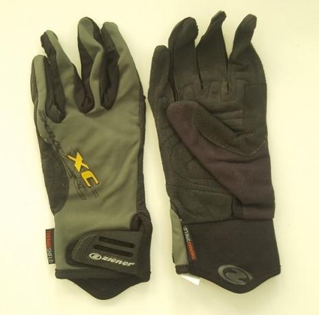 Трехцветные практичные перчатки от Ziener