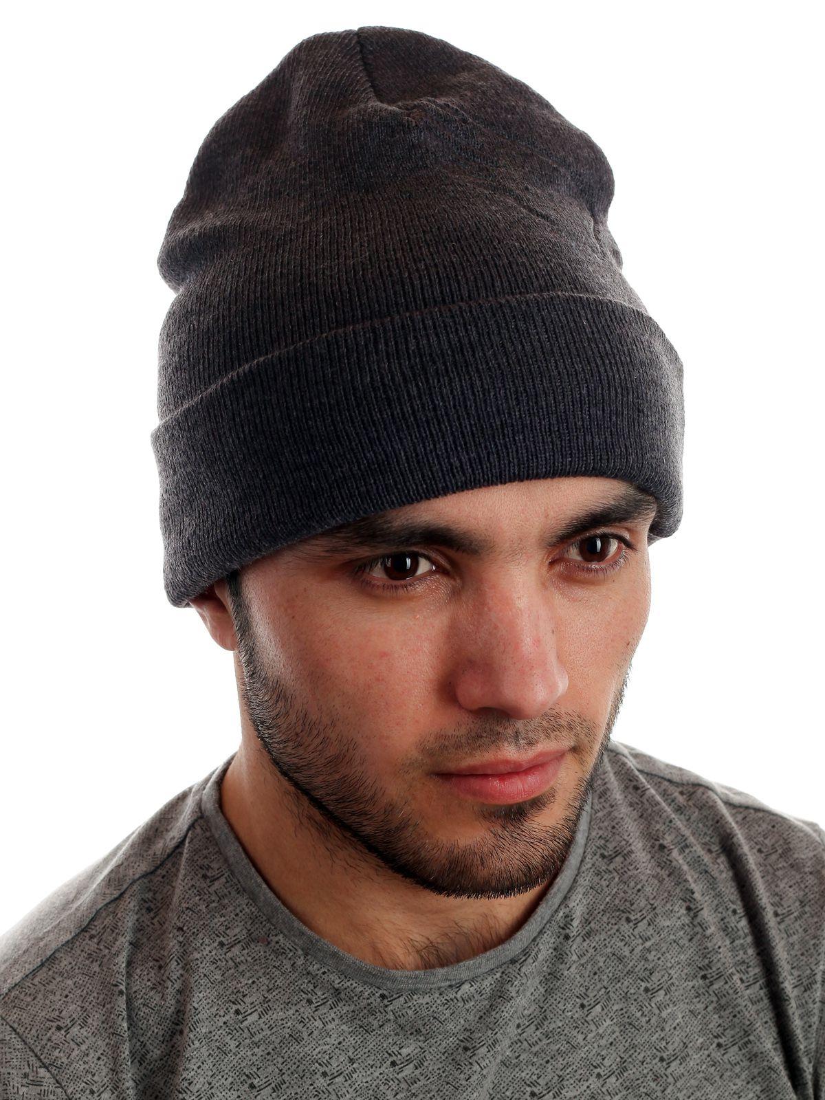 Трендовая мужская шапочка для межсезонья
