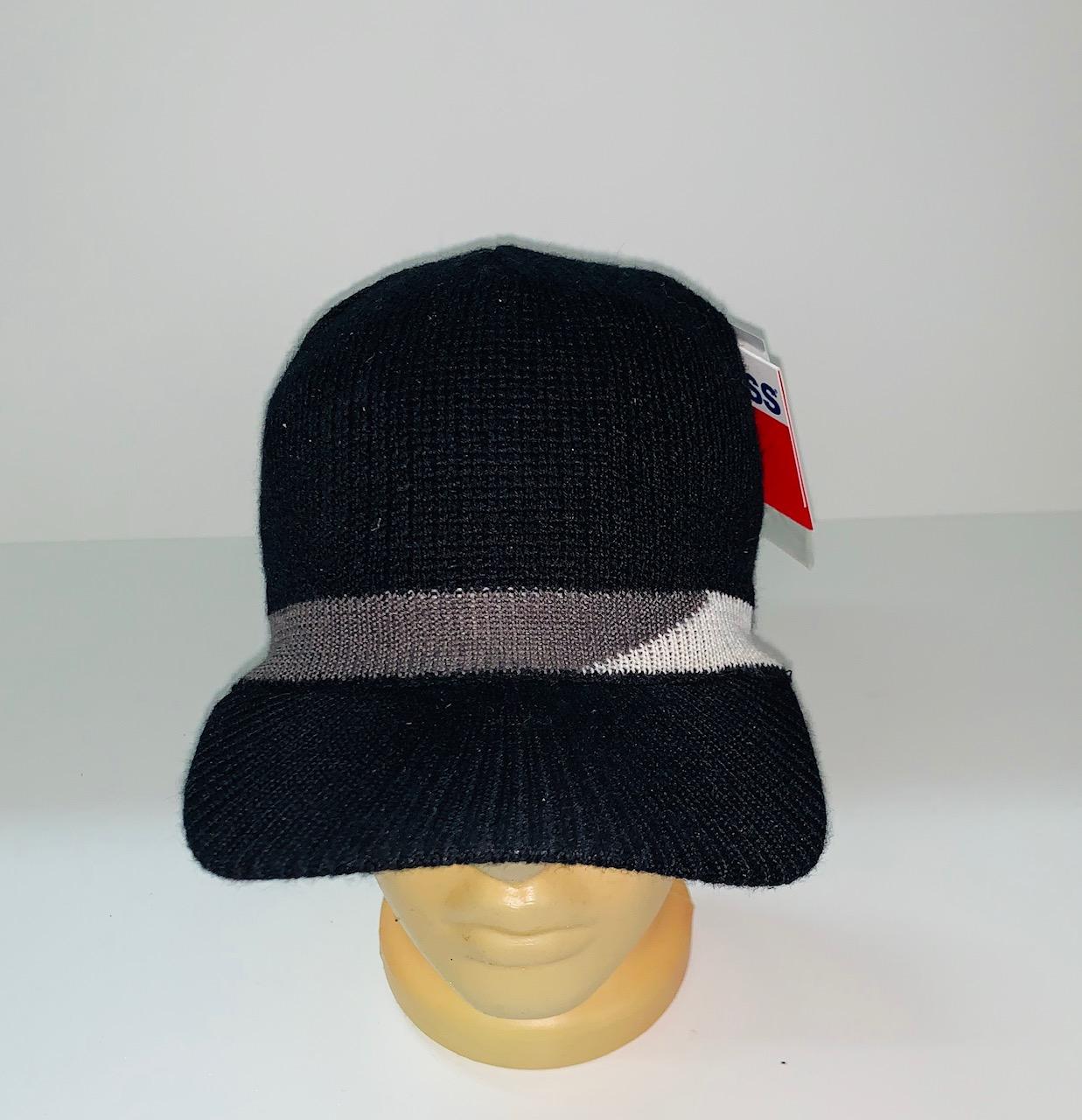 Трендовая шапка с козырьком