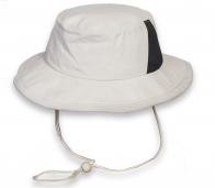 Трендовая светлая шляпа-панама