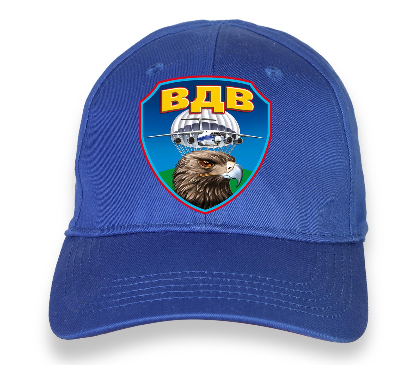 Купить трендовую ярко-синюю бейсболку с термотрансфером ВДВ в подарок