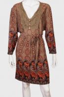 Трендовое эффектное платье с орнаментом.