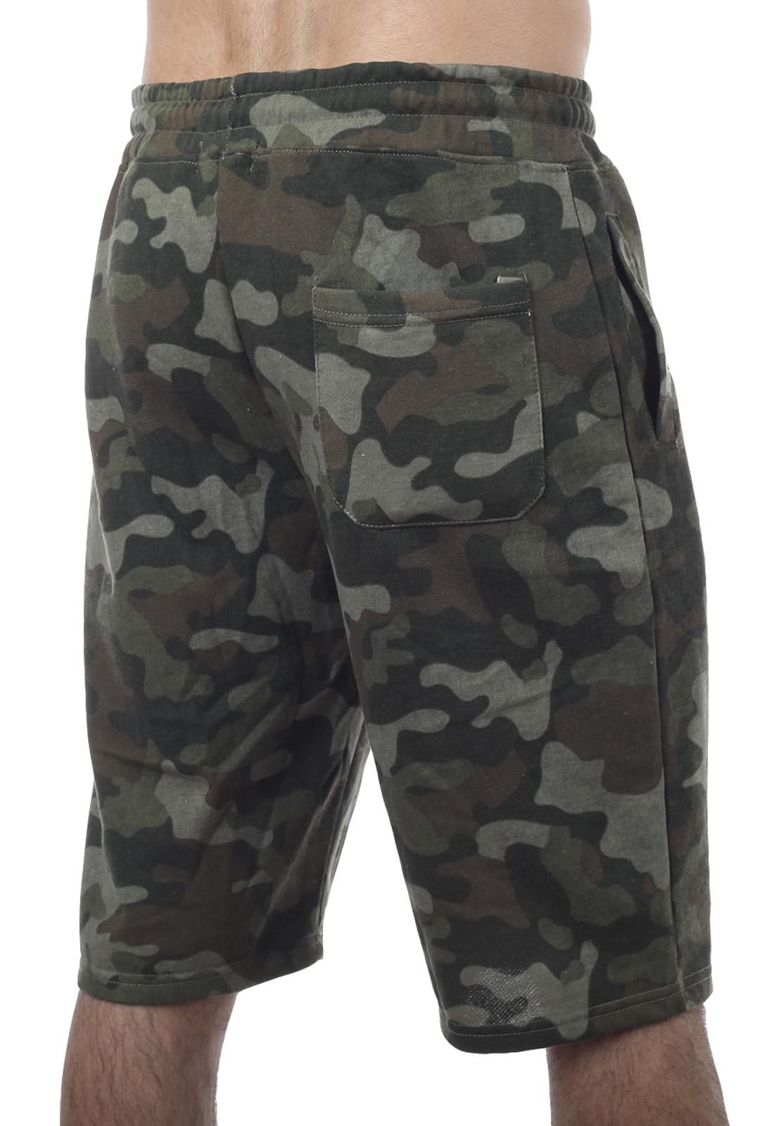 Трендовые камуфлированные шорты с нашивкой РХБЗ - заказать с доставкой