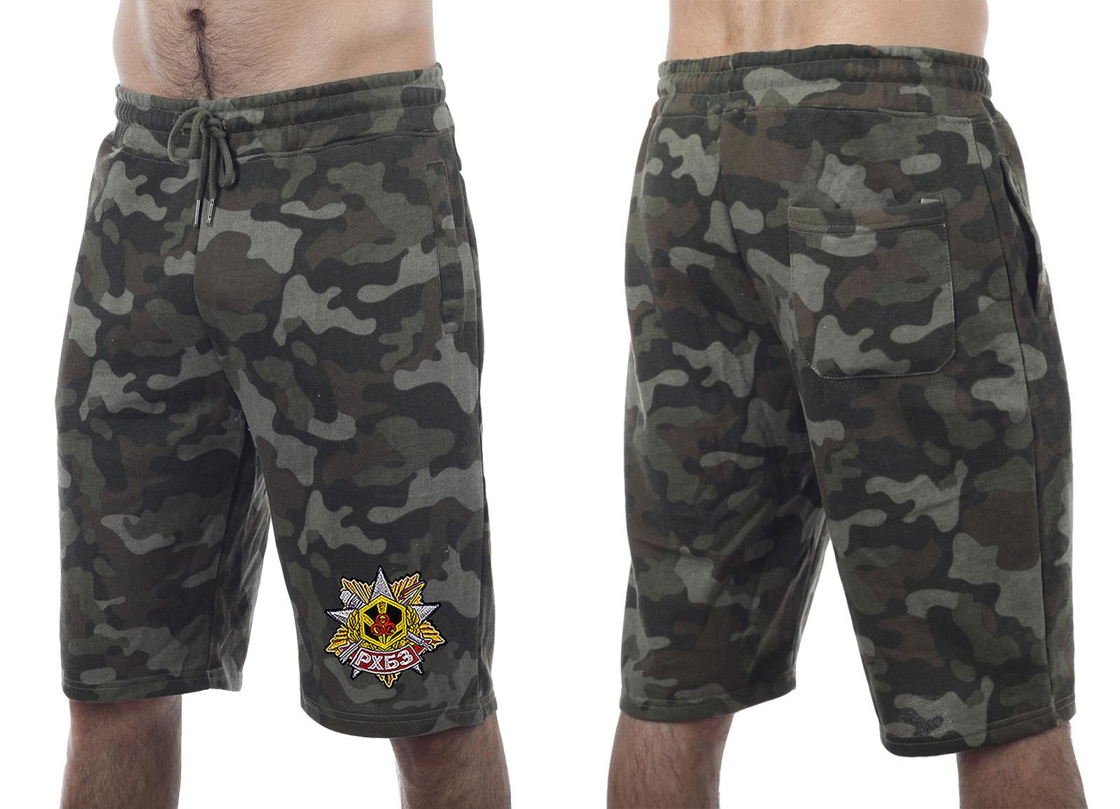 Трендовые камуфлированные шорты с нашивкой РХБЗ - заказать онлайн