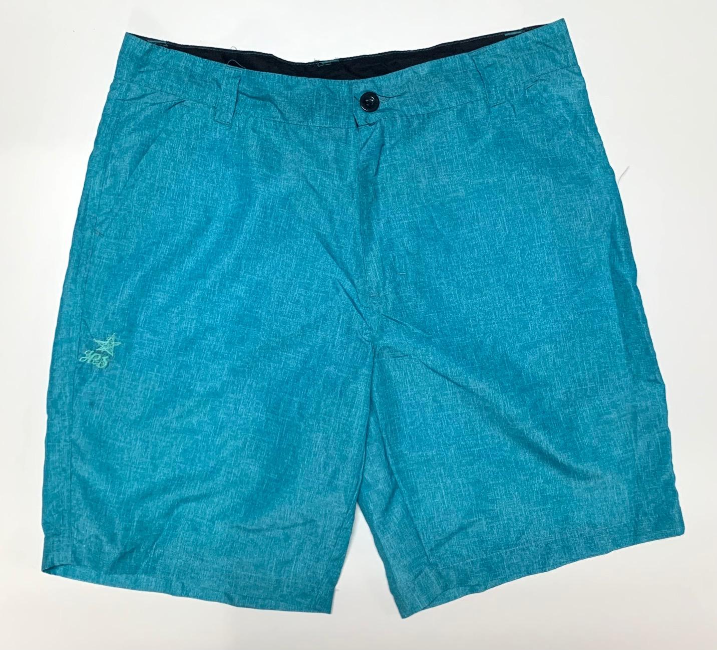Трендовые шорты мужские голубого цвета