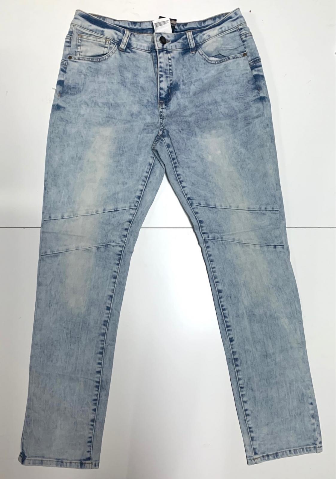 Трендовые женские джинсы голубого цвета