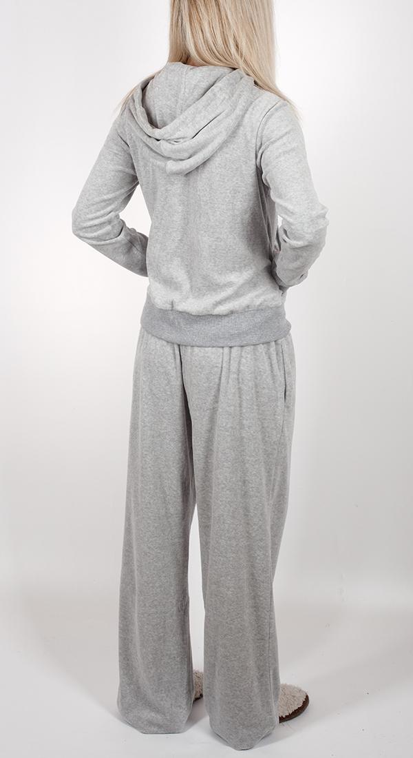 Женский костюм двойка She. Можно носить и как домашний, и как душе угодно. Прямые свободные брюки и молодежная кофта с уютным капюшоном. НЕ ходи в чём попало!