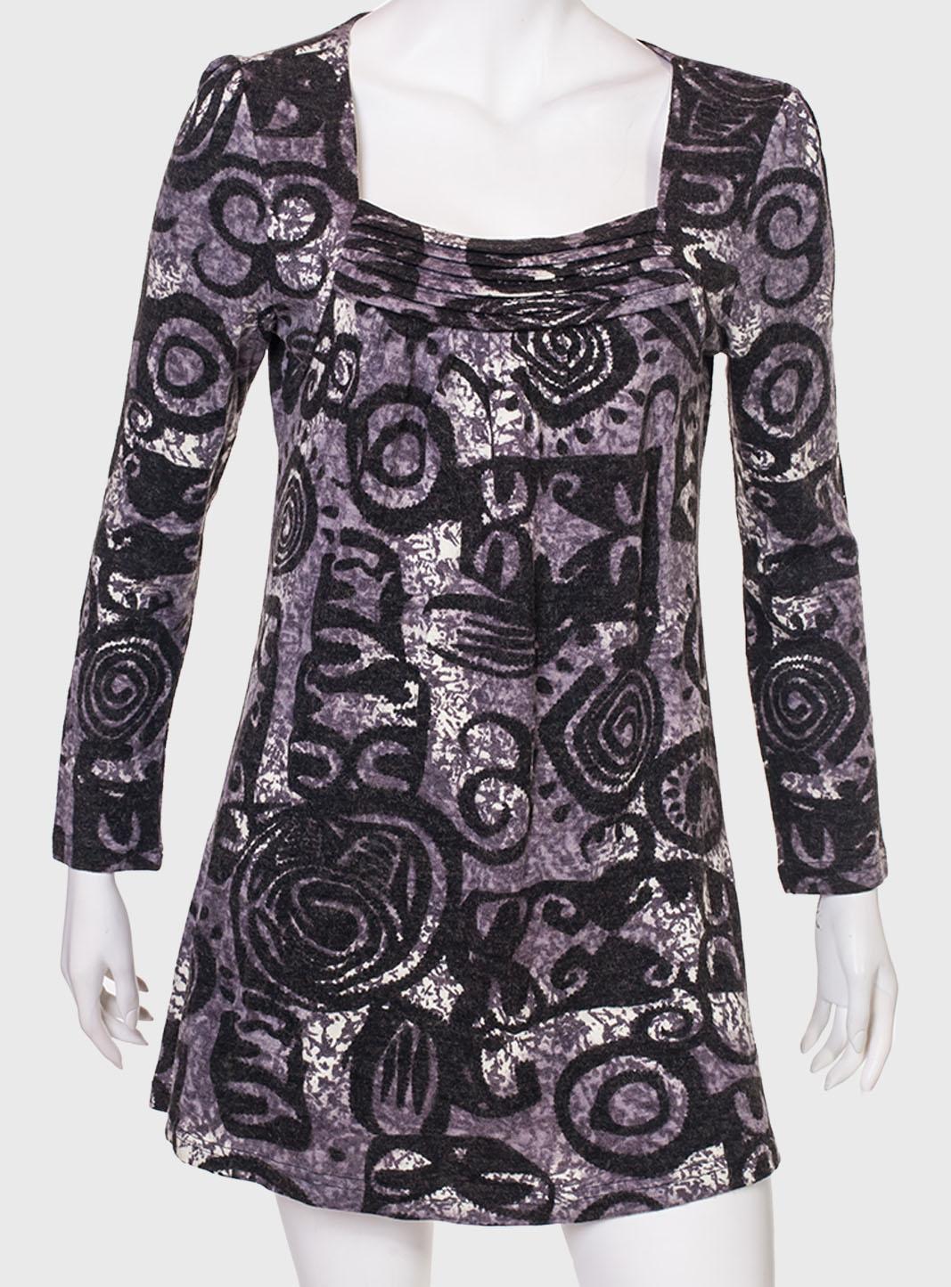 Трикотажное мини-платье.