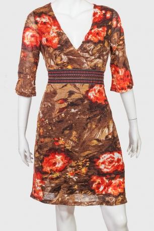 Трикотажное платье с запахом на груди