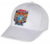 У нас самые выгодные цены на головные уборы с орденской символикой к 9 Мая. Закажи недорого белоснежную бейсболку с авторским принтом Победа и оцени качество от Военпро!