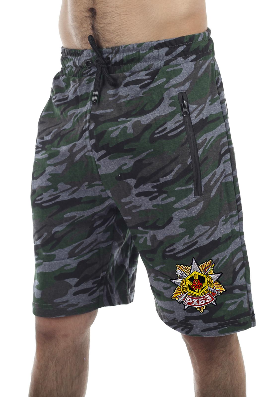 Купить удлиненные камуфлированные шорты с нашивкой РХБЗ в подарок любимому