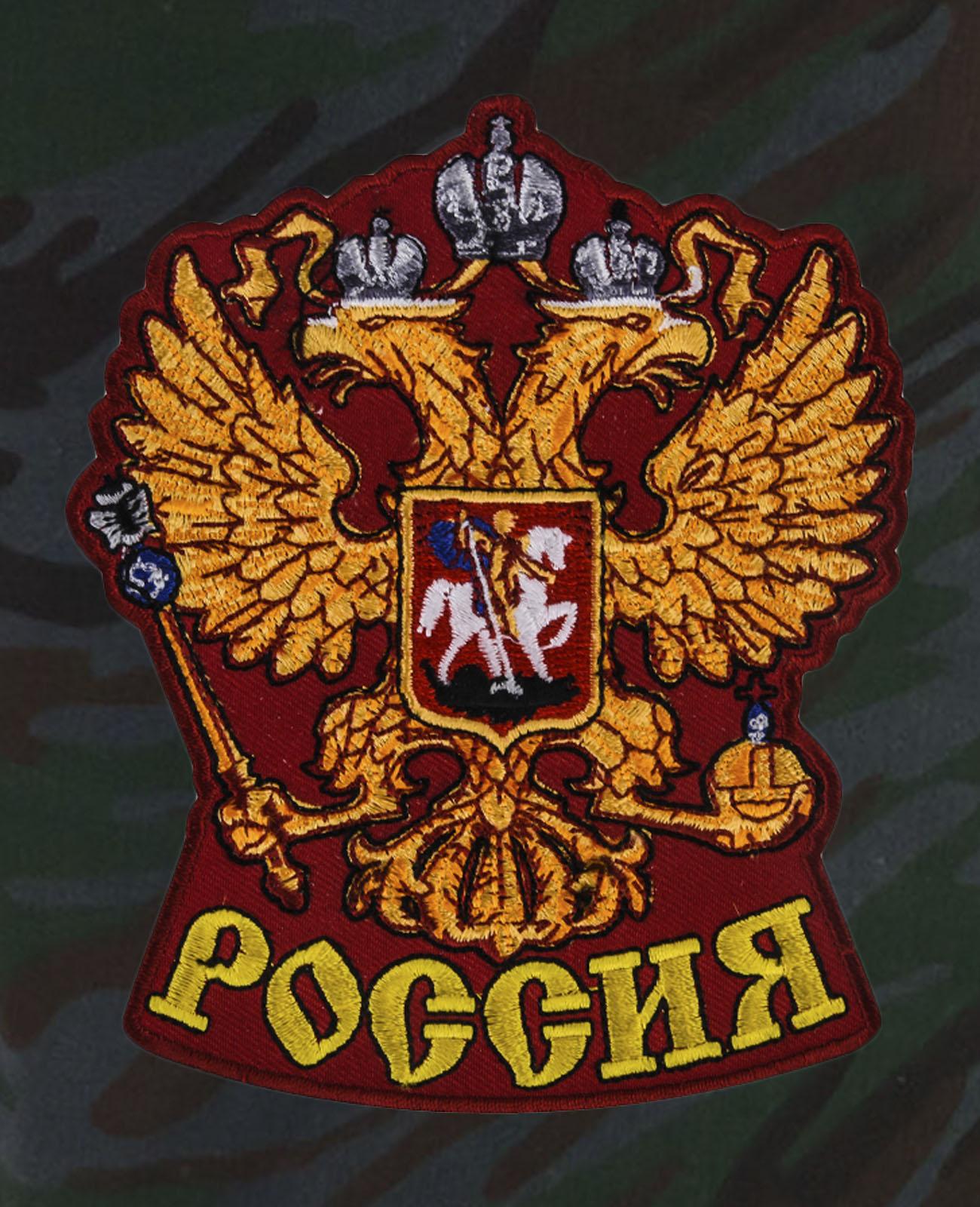 Удлиненные мужские шорты с нашивкой Россия