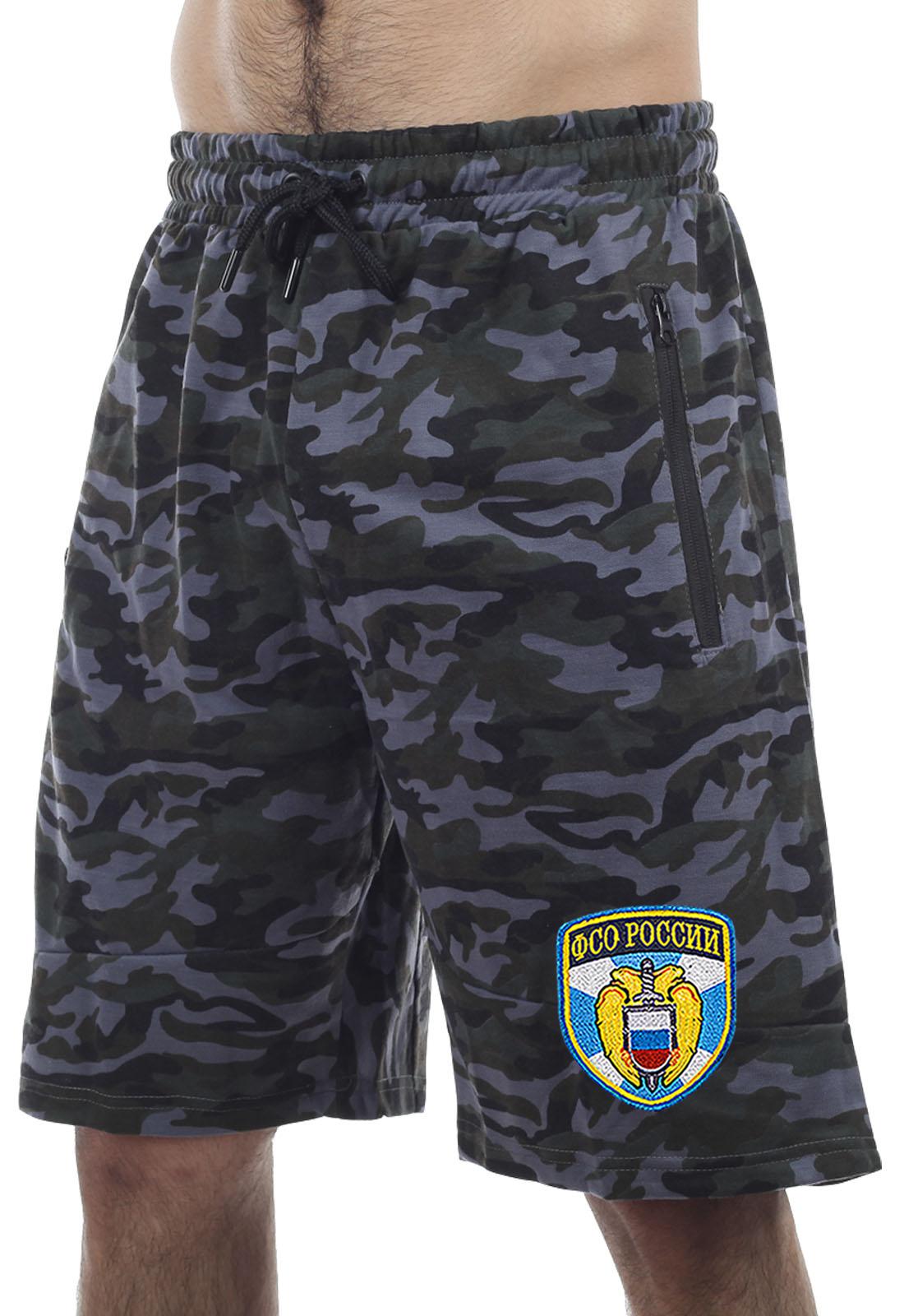 Купить удлиненные свободные шорты с карманами и нашивкой ФСО по лучшей цене