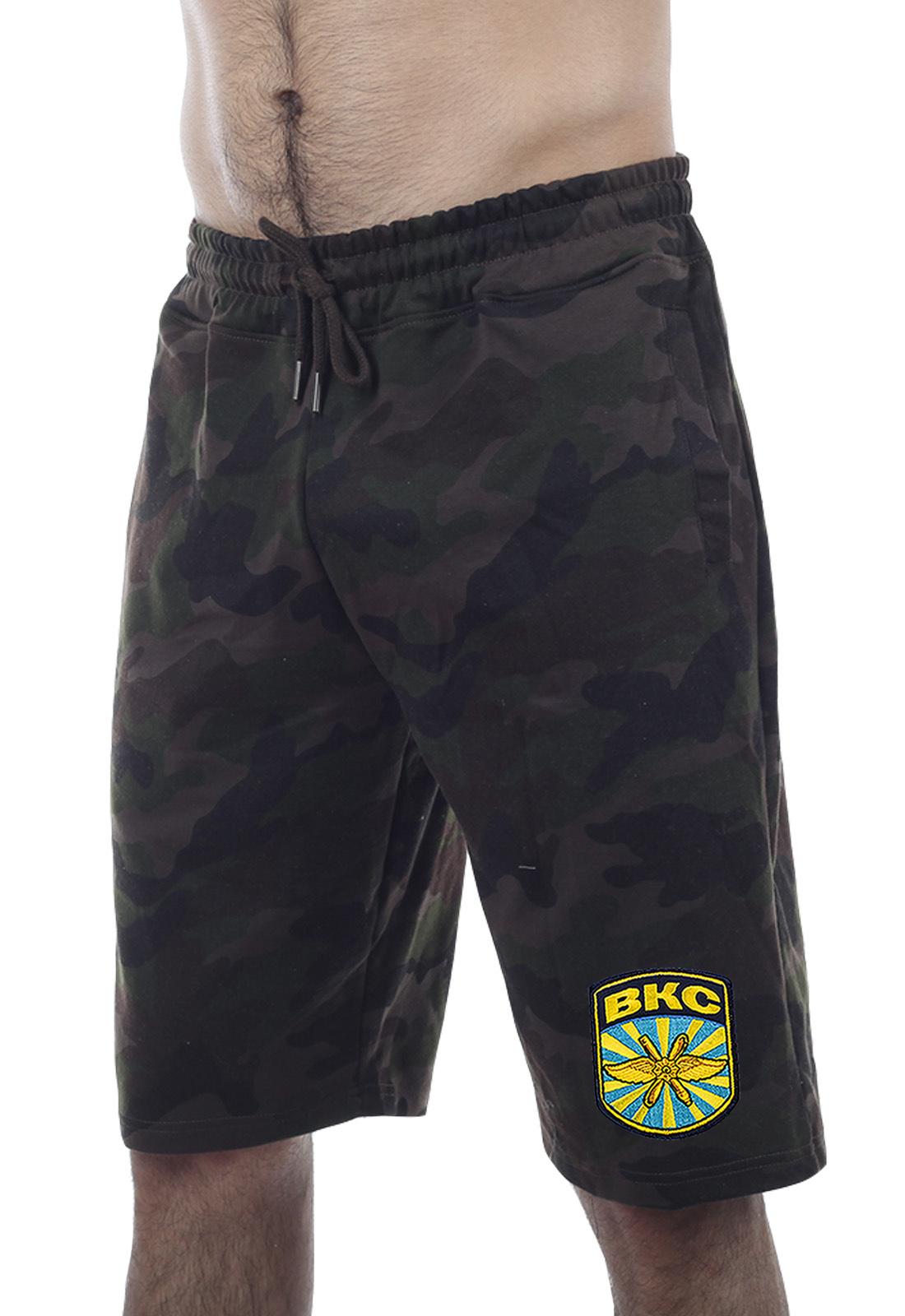 Купить удлиненные свободные шорты с нашивкой ВКС по специальной цене