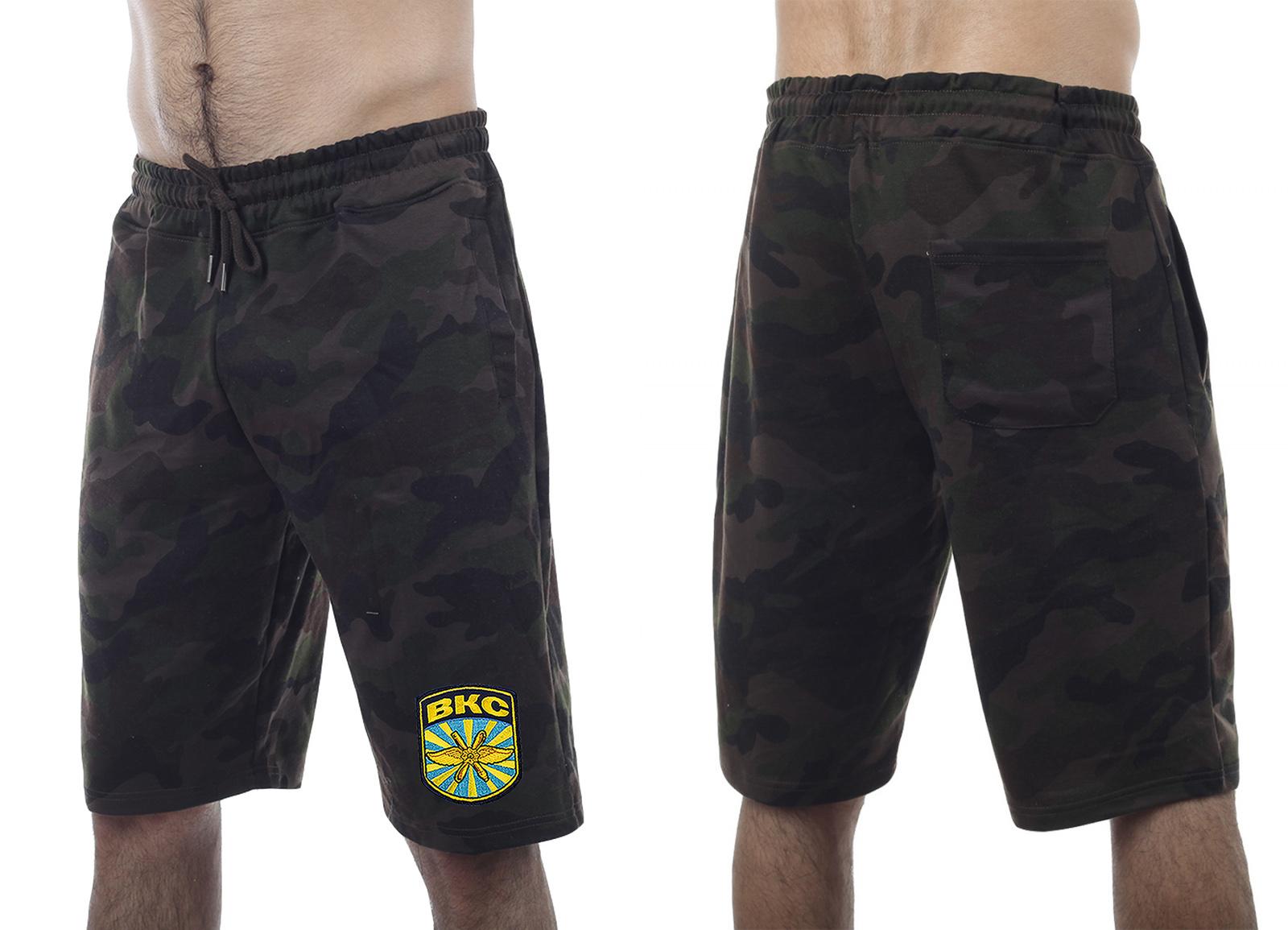 Удлиненные свободные шорты с нашивкой ВКС - заказать по низкой цене