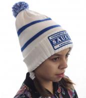 Удобная детская шапка Sause с бубоном. Правильный фасон – закрывает уши, лоб, плотно облегает, но НЕ давит. Подходит под любую верхнюю одежду. Ребенку тепло, родителям – спокойно