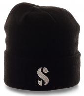Удобная мужская шапка черного цвета. Универсальная модель для спорта и на каждый день