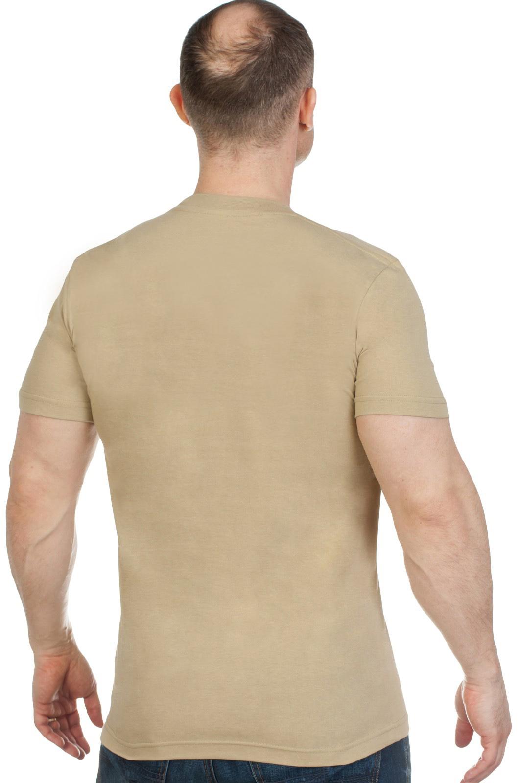 Удобная трикотажная футболка с вышитым полевым шевроном России - купить в розницу
