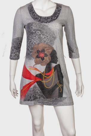 Удобное платье-туника с женственным принтом