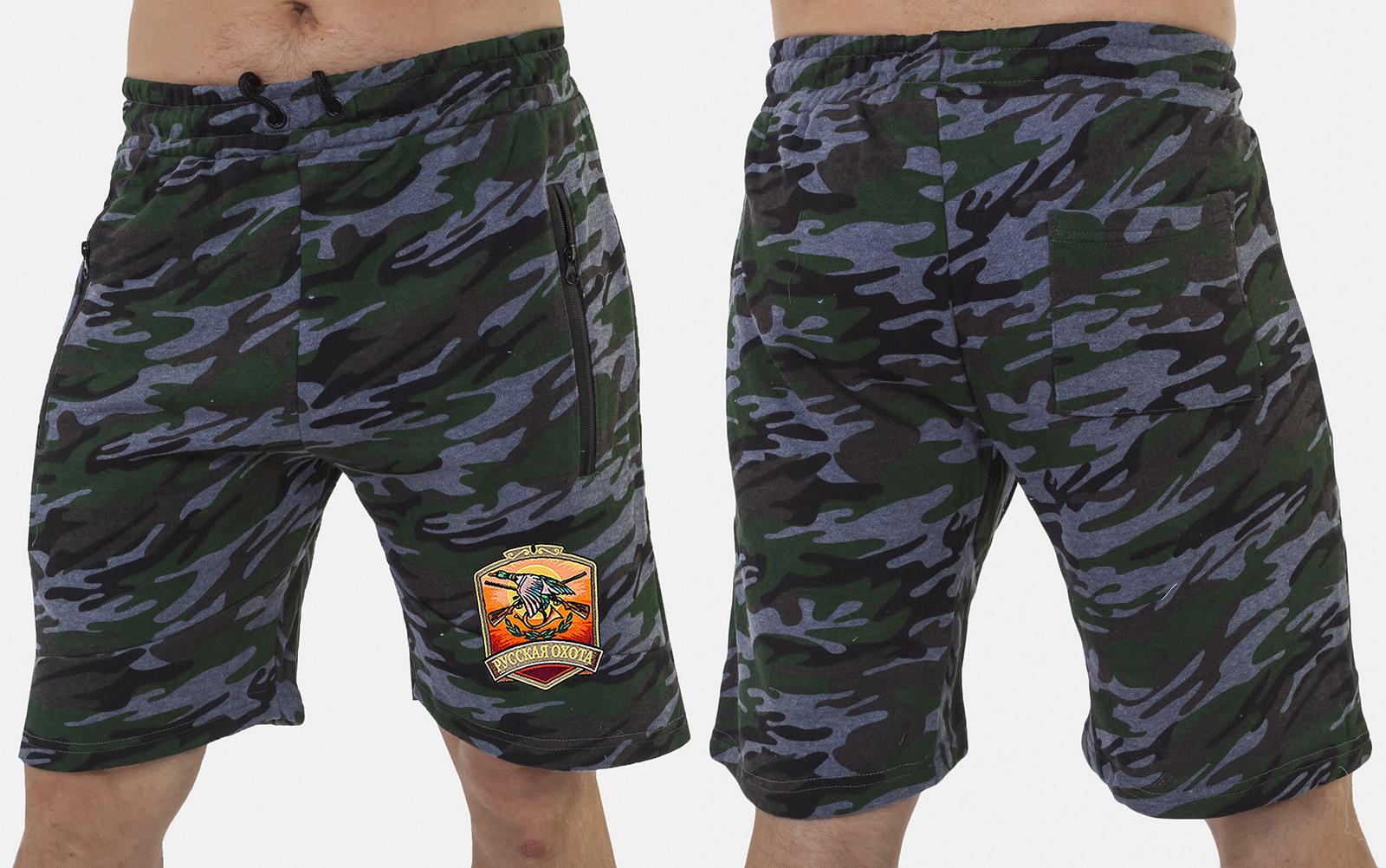 Удобные камуфляжные шорты с нашивкой Русская Охота - заказать в розницу