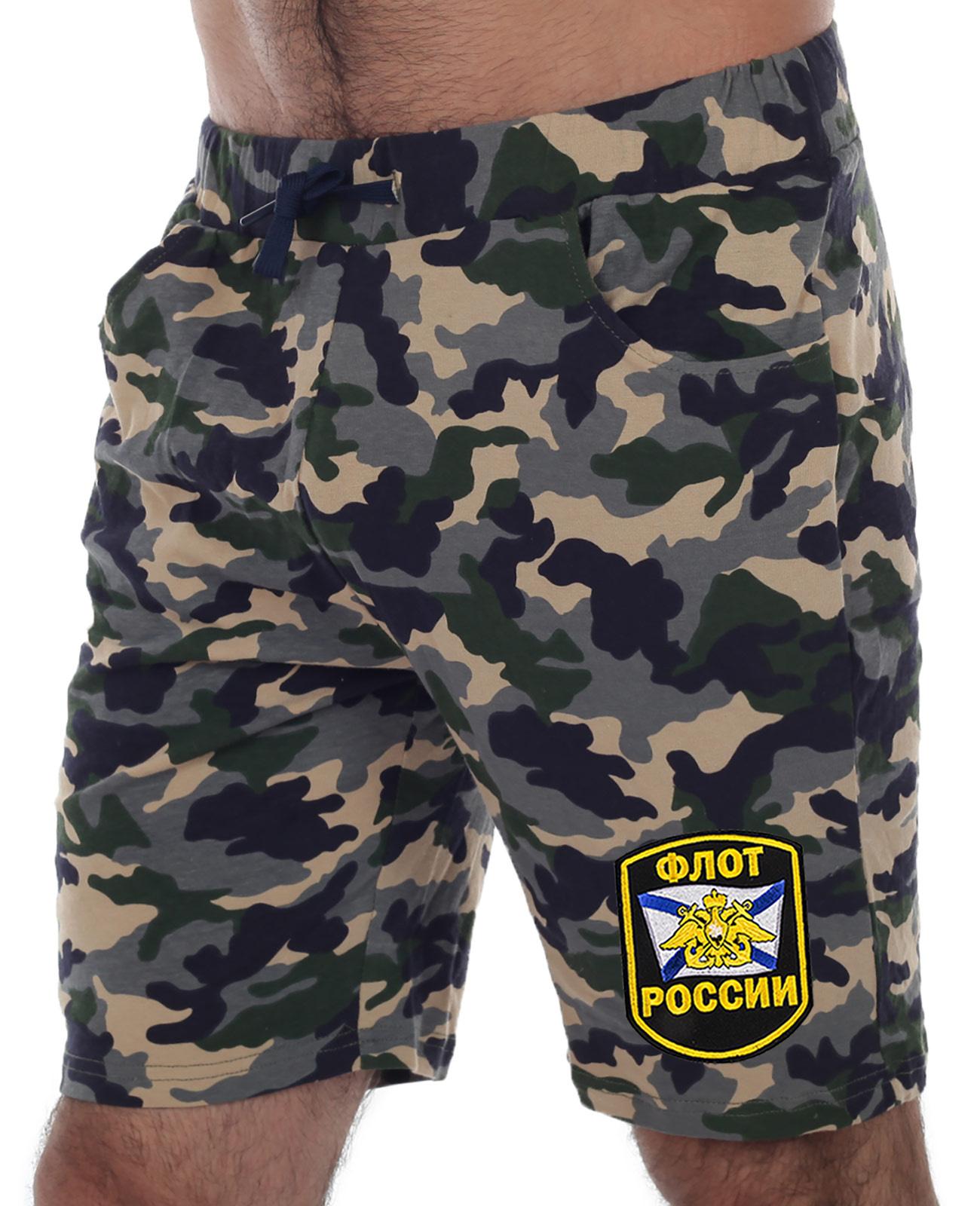 Купить удобные шорты удлиненного фасона с нашивкой Флот России оптом или в розницу