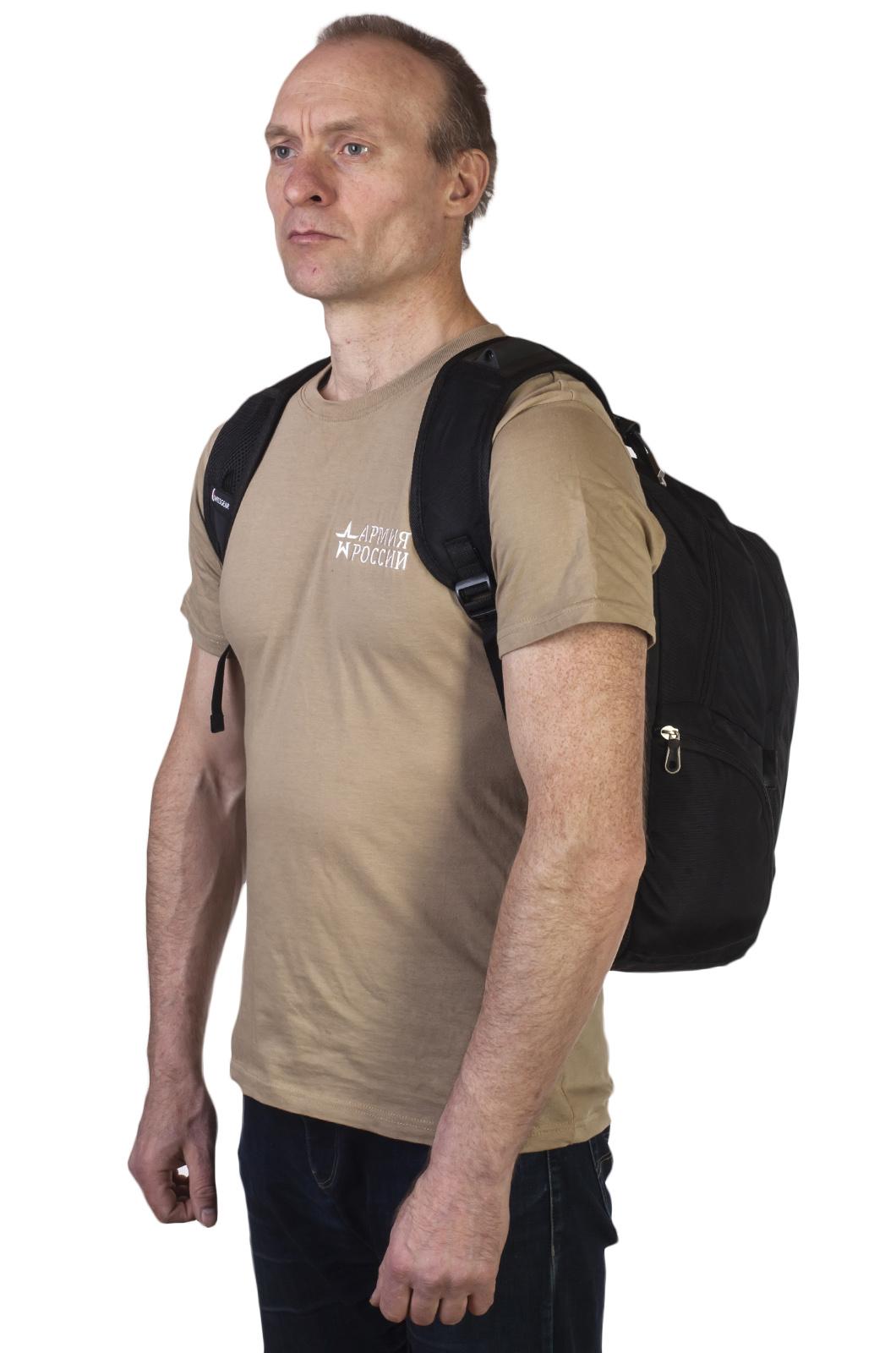 Удобный черный рюкзак с патриотичной нашивкой купить онлайн