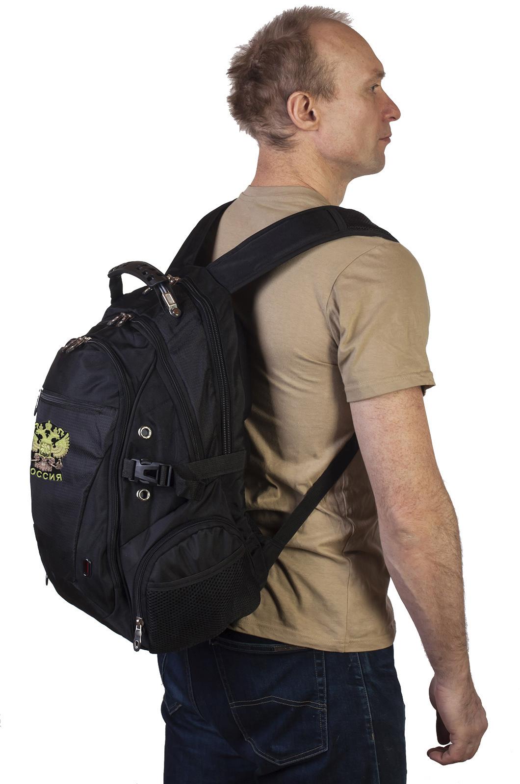 Удобный рюкзак с нашивкой Россия.